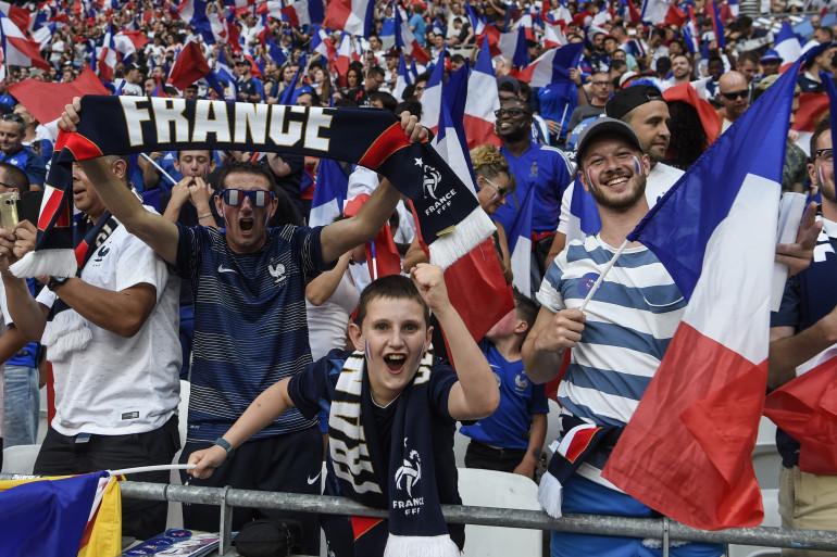 Des supporters des Bleus lors du match de l'équipe de France contre les États-Unis, samedi 9 juin.