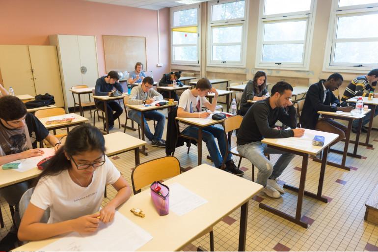 Des lycéens planchent sur une épreuve du baccalauréat (illustration)
