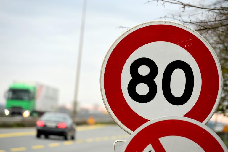 Un panneau de limitation à 80 kilomètres/heure (Illustration)