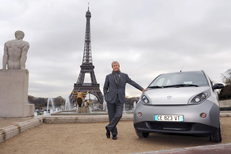 Quand Vincent Bolloré posait devant la tour Eiffel à l'occasion des un an de l'Autolib', le 29 novembre 2012