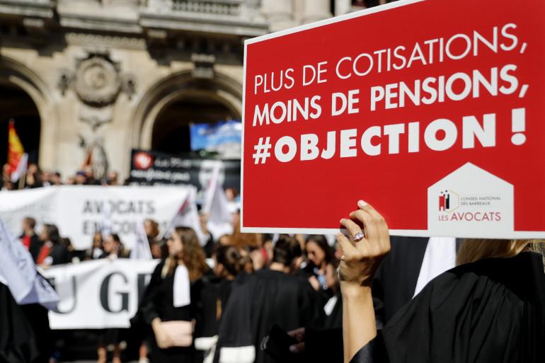 Des avocats lors de la manifestation contre la réforme des retraites à Paris, le 16 septembre 2019.
