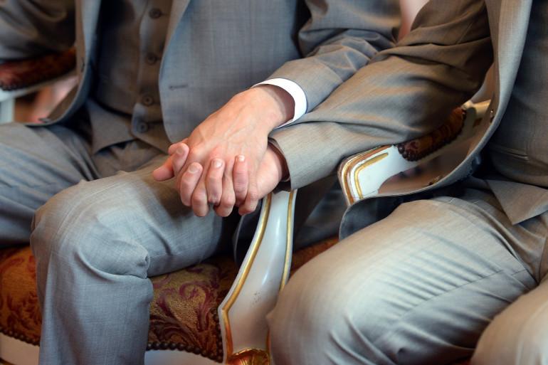 Selon une étude de l'INSEE, la majorité des personnes en couple avec un conjoint ou une conjointe du même sexe sont mariées ou pacsées.
