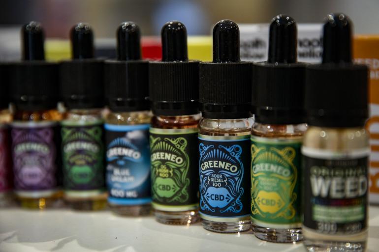 Des e-liquides contenant du CBD, un dérivé du cannabis.