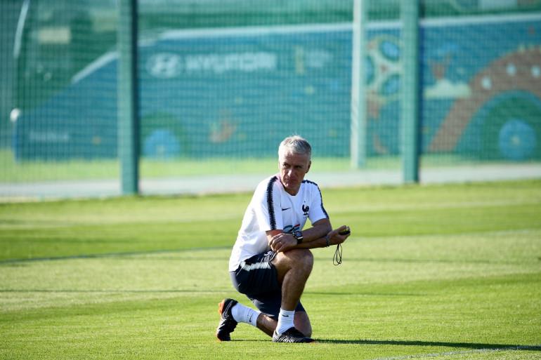 Le sélectionneur Didier Deschamps lors d'un traînement des Bleus à Istra, le 27 juin 2018