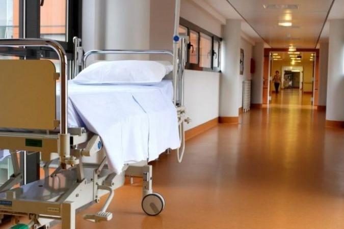 L'anesthésiste lui a injecté un puissant antibiotique dans la moelle épinière à la place de l'anesthésiant. (illustration)