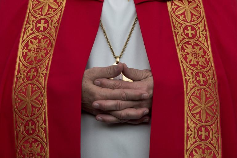 Un prêtre de l'Église catholique (illustration)