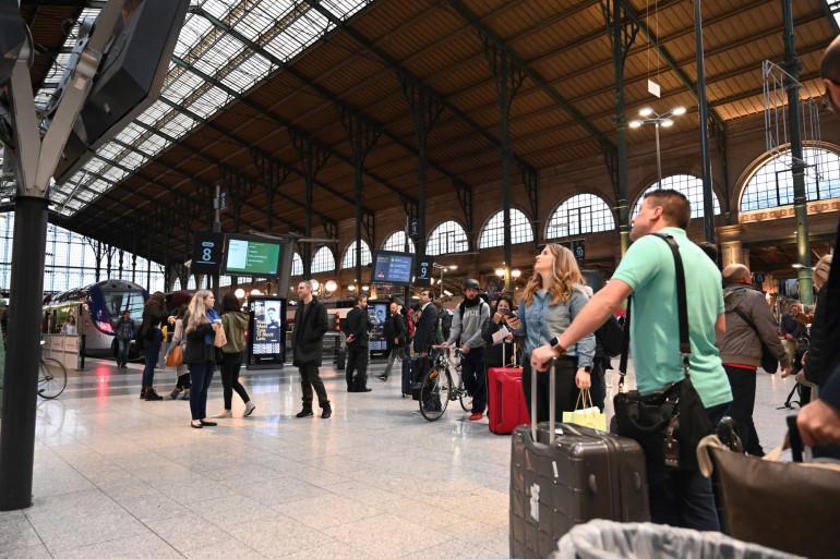 Des passagers touchés par la grève Gare du Nord, mardi 24 septembre