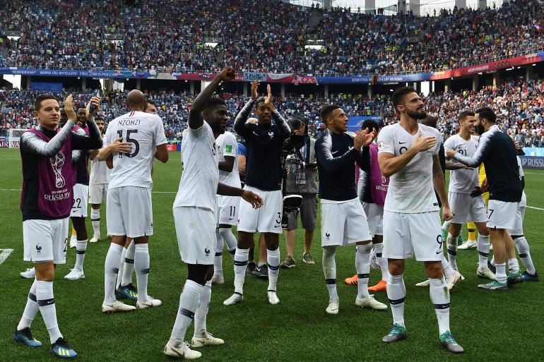 Les Bleus fêtent leur victoire contre l'Uruguay le 6 juillet 2018 à Nijni Novgorod