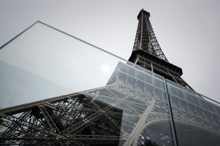 La tour Eiffel désormais protégée par un mur en verre