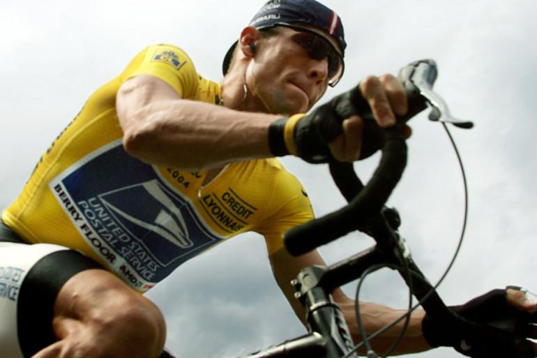 Lance Armstrong, pendant l'ascension de l'Alpe d'Huez sur le Tour de France, en 2004