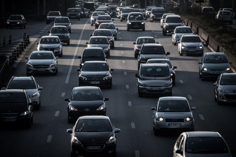 Des voitures sur le périphérique parisien (Illustration)