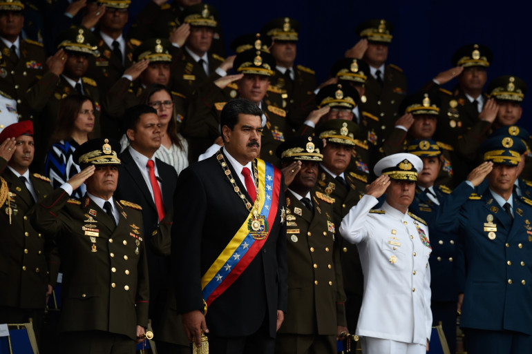 Nicolas Maduro entouré de son état-major lors de la parade militaire du samedi 4 août.