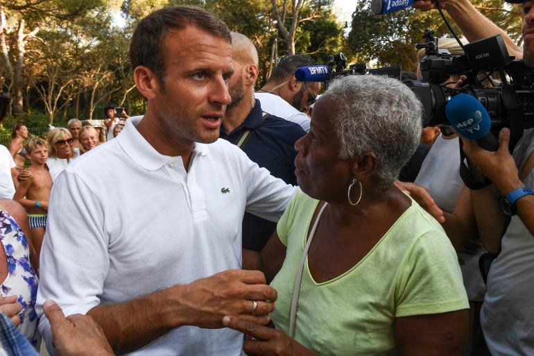 Emmanuel et Brigitte Macron ont pris un bain de foule à Brégançon mardi 7 août