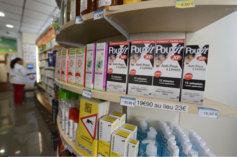 Des lotions anti-poux dans une pharmacie (illustration).