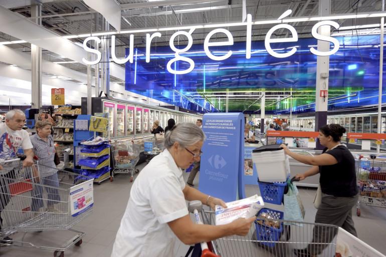 Un rayon de surgelés dans un supermarché (image d'illustration)
