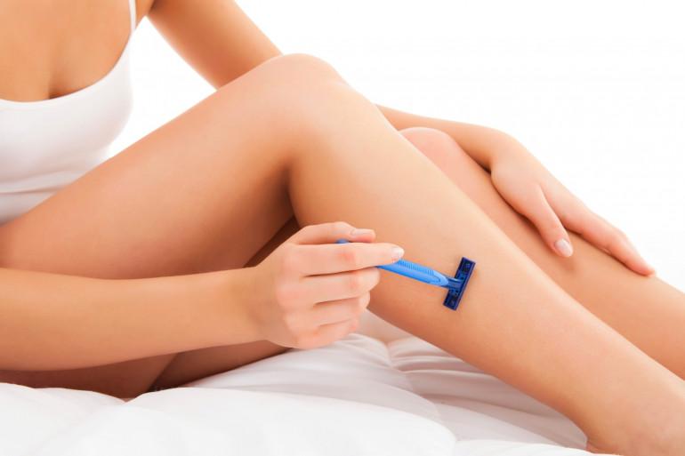 Plus on s'épile les jambes à la cire, moins les poils repousseront vite