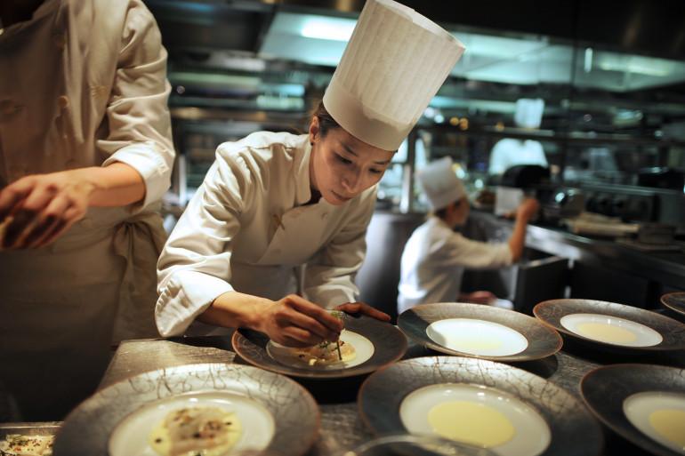 Des cuisiniers de l'hôtel Hyatt Vendôme (illustration).