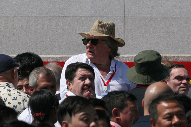 Gérard Depardieu assiste au défilé militaire en Corée du Nord dimanche 9 septembre