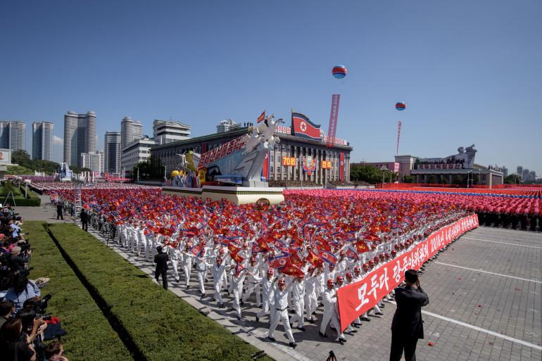 La Corée du Nord a organisé un défilé militaire sans présenter ses missiles controversés