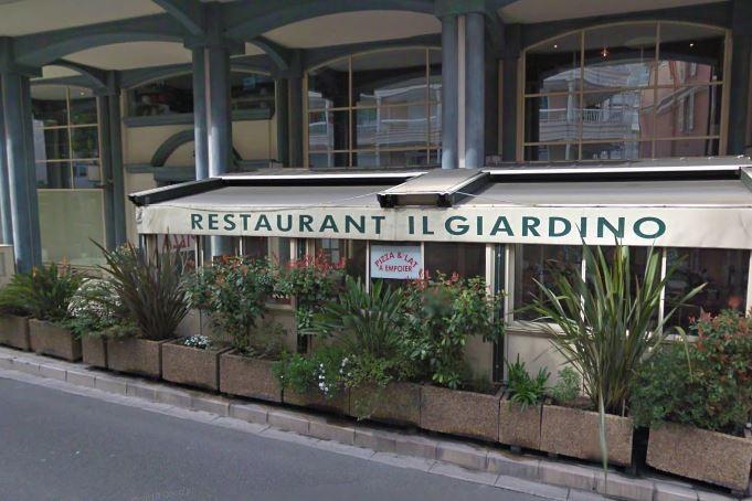 Monaco  il pille la cave à vins d'un restaurant