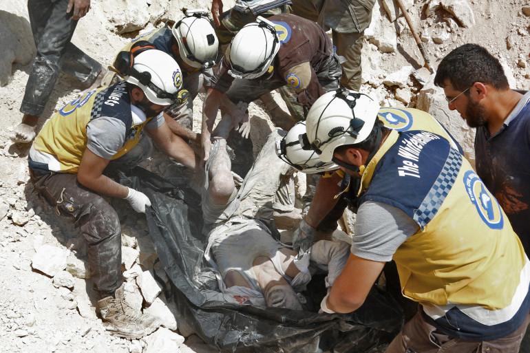 Comme à Alep et ailleurs, les casques blancs syriens tentent de sauver des vies sous les bombes, ici à Idleb, le 7 septembre 2018