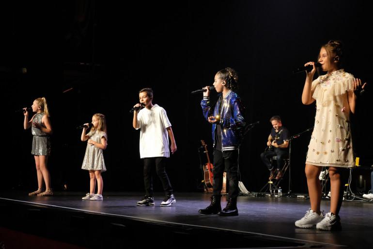 Gloria, Valentina, Nathan, Dylan et ilyana sont les nouveaux Kids United
