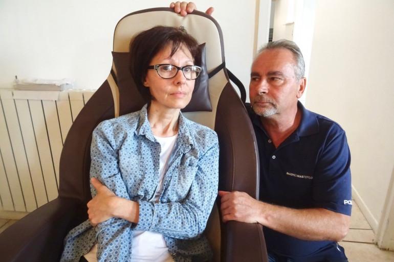 Véronique, à côté de son mari, vit un cauchemar après une intervention chirurgicale à Montélimar