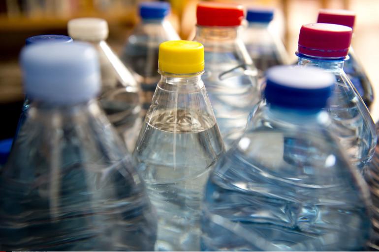 Des bouteilles d'eau minérale (illustration)