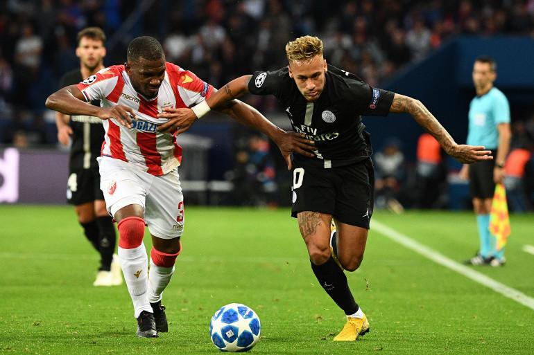 Neymar et le défenseur de l'Étoile Rouge de Belgrade Branko Jovicic, le 3 octobre 2018