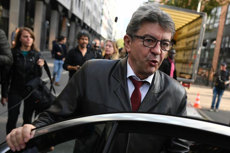 Jean-Luc Mélenchon à la sortie de son audition dans les locaux de la police anticorruption le 18 octobre 2018