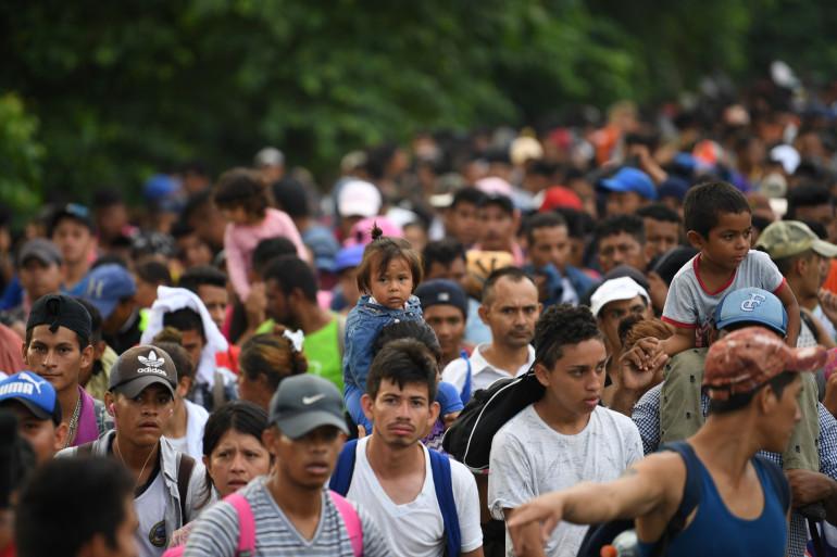 Des milliers de migrants honduriens tentent de rejoindre les États-Unis depuis le Mexique dimanche 21 octobre 2018