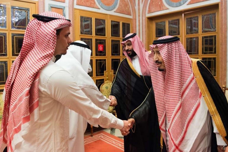 Le 23 octobre 2018, le roi et le prince d'Arabie saoudite ont reçu les proches de Jamal Khashoggi