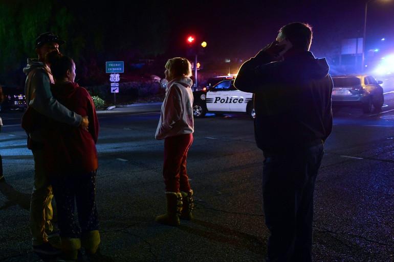 """Au moins douze personnes ont été tuées dans une fusillade dans le bar-discothèque """"Borderline"""" de la ville de Thousand Oaks, dans le sud-est de la Californie."""