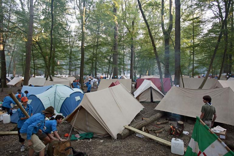 Illustration d'un campement scout.