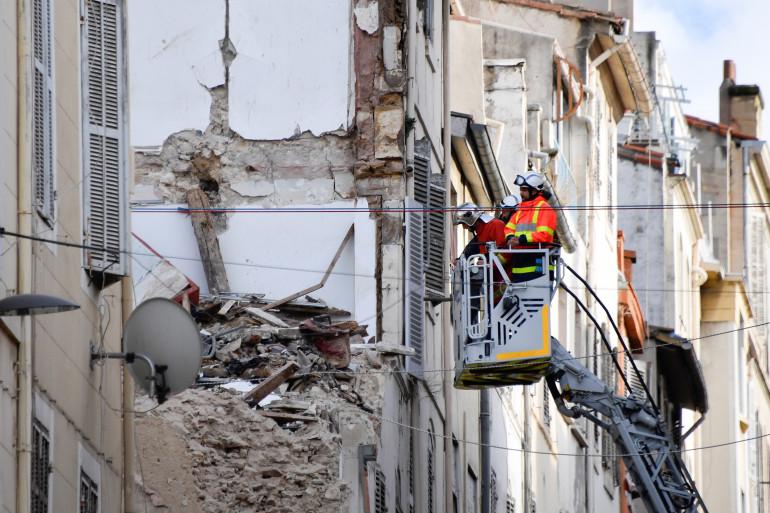 """Immeubles effondrés à Marseille : """"Aucune autre victime"""" dans les décombres, assurent les marins-pompiers"""