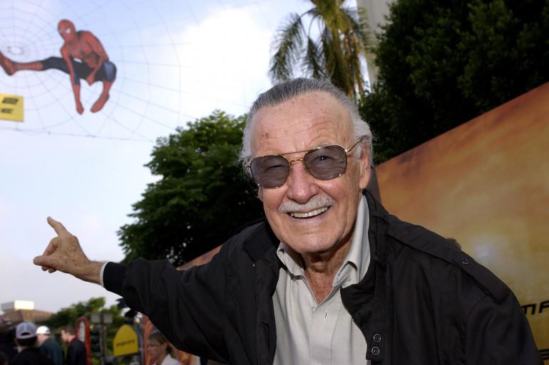 """Stan Lee et l'homme-araignée lors de la première de """"Spider-Man 2"""" en 2004"""
