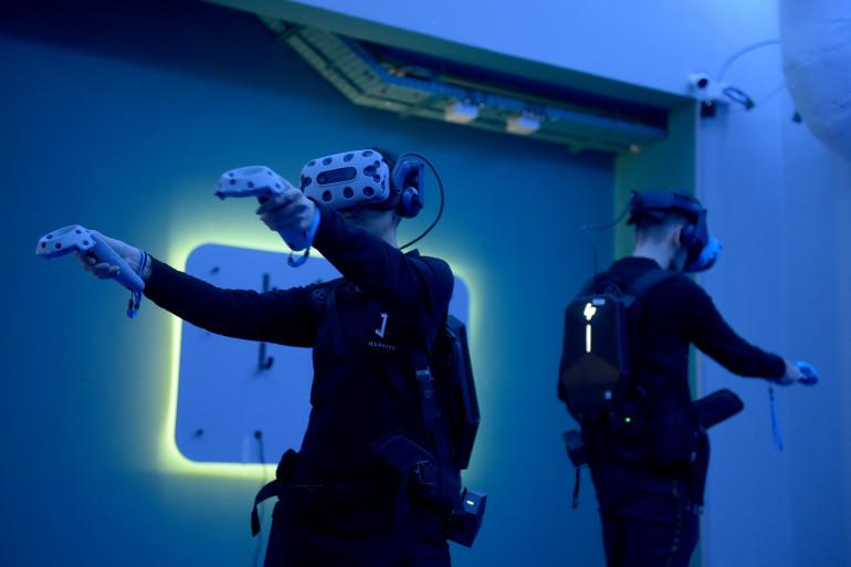 Des joueurs équipés de casques VR à Illucity