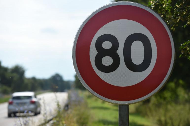 Un panneau de limitation de vitesse à 80 kilomètres/heure, le 29 juin 2018 (illustration)