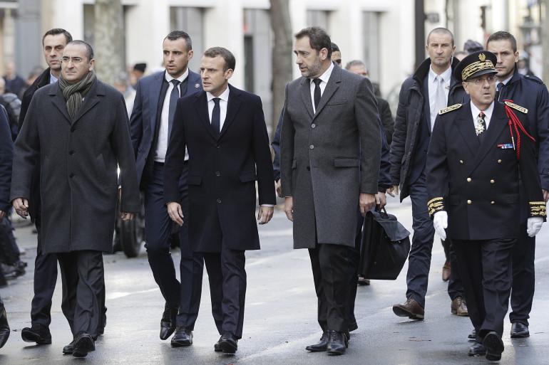 Emmanuel Macron et Christophe Castaner se sont rendus aux abords des Champs-Élysées dimanche 2 décembre 2018
