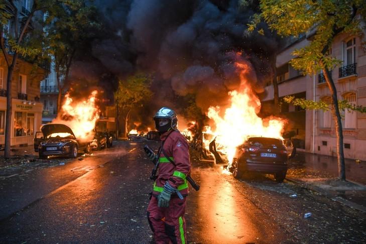 Pompier de Paris avenue Victor Hugo