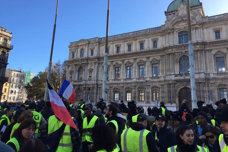 """Des """"gilets jaunes"""" rassemblés à Marseille samedi 8 décembre 2018"""
