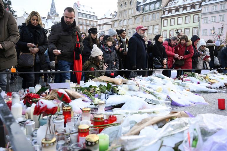 Des centaines de personnes se recueillent dimanche 16 décembre à Strasbourg en hommage aux victimes de l'attaque du 11 décembre