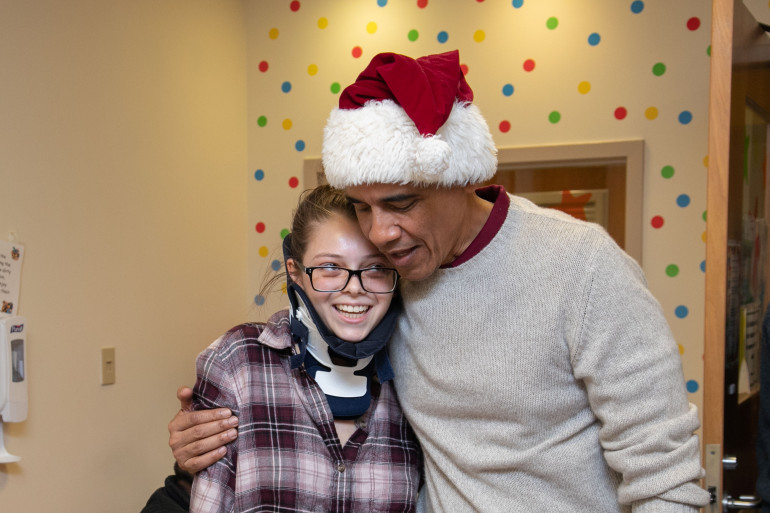 Barack Obama a rendu une visite surprise aux enfants hospitalisés au Children's National à Washington (États-Unis) le 19 décembre 2018