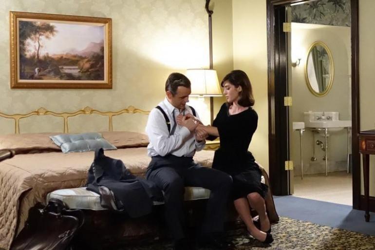 """Michael Sheen et Lizzy Caplan dans la série """"Masters of Sex"""""""
