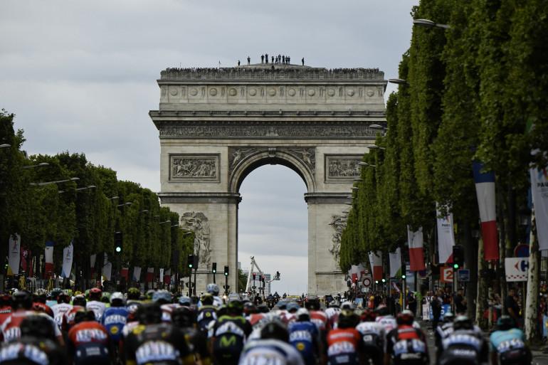 Le peloton sur les Champs-Élysées lors du Tour de France 2017