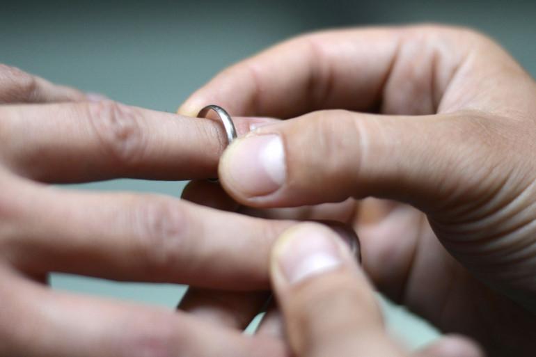 Les Français se marient de plus en plus tard et ont certaines difficultés à financer cet événement coûteux.