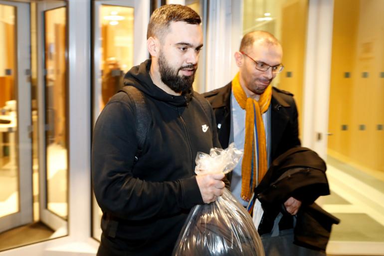 Éric Drouet (gauche) et son avocat Me Kheops Lara, le 23 décembre 2018 à Paris