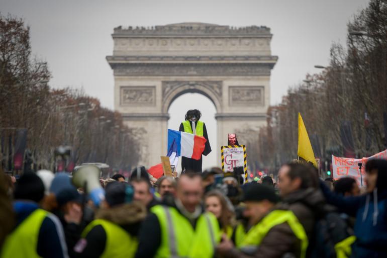"""Les """"gilets jaunes"""" sont réunis sur les Champs-Élysées à Paris, le 5 janvier 2019"""