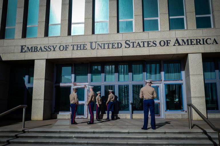 Des soldats américains devant l'ambassade à La Havane le 02/02/2018