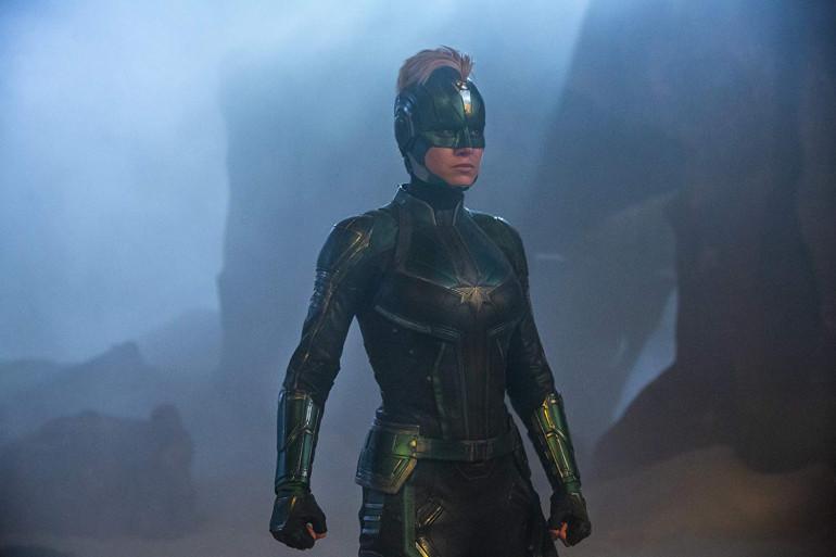 Brie Larson dans l'un des costumes de Captain Marvel